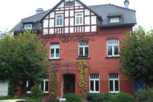 Das Rote Haus im Sommer