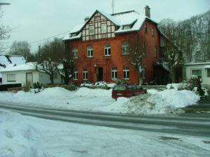 Frontansicht Winter Das Rote Haus Seelbach