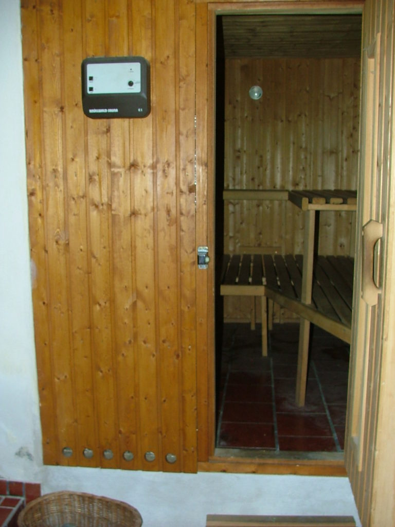 sauna im keller awesome sauna mit theramed im sonnigen. Black Bedroom Furniture Sets. Home Design Ideas
